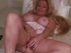 BBWs Hot wet hole used with..